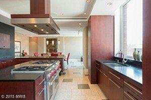 DC8670522 - Kitchen with Breakfast Bar