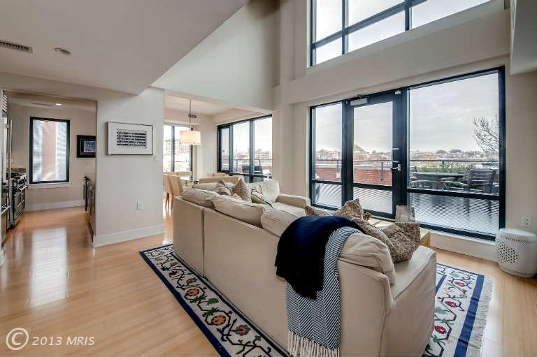 Citta 50 - Living Room & Deck